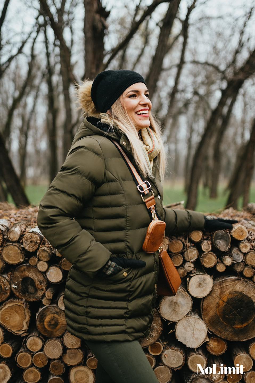 Megbeszéltük a Mikulással, és minden kötött árúra, bizonyos kabátokra és őszi/téli cuccokra -20% kedvezményt adunk!